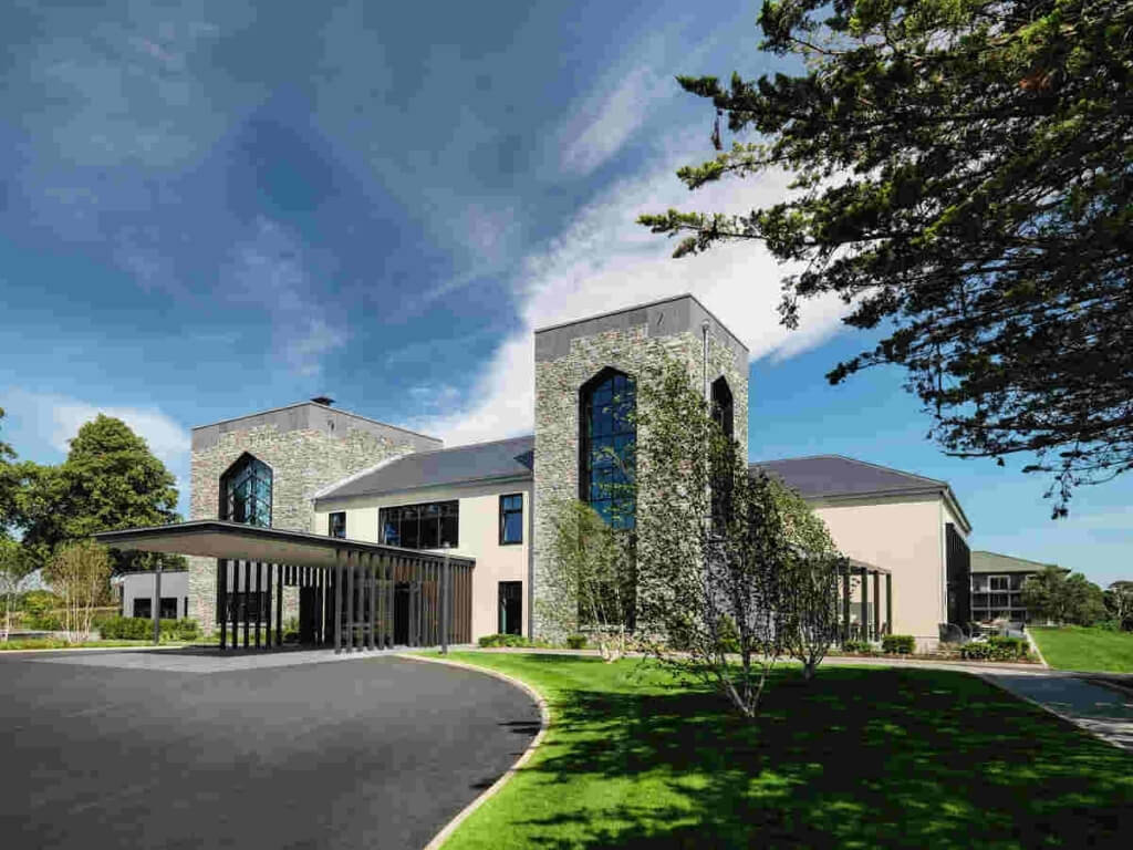 A picture of one of Ireland's best luxury hotels, The Dunloe