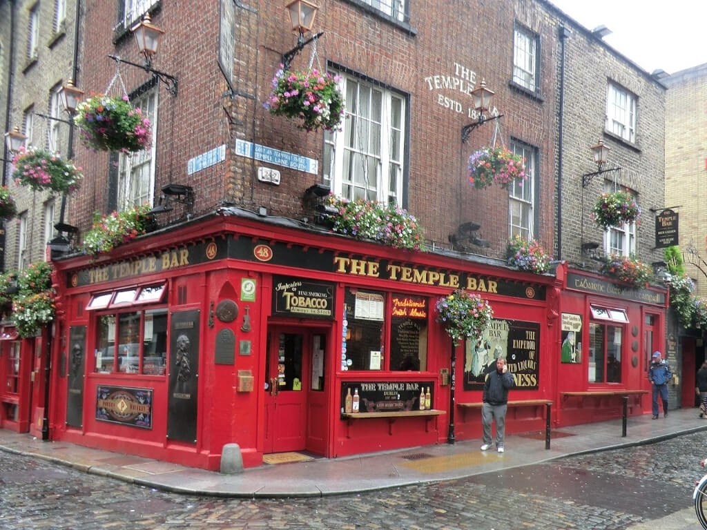 A picture of the front of the Temple Bar pub in Dublin