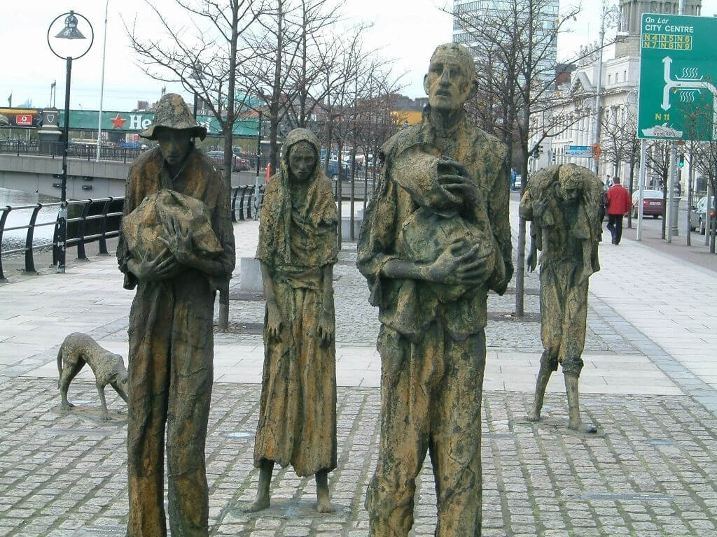 A picture of the Famine Memorial at the River Liffey in Dublin