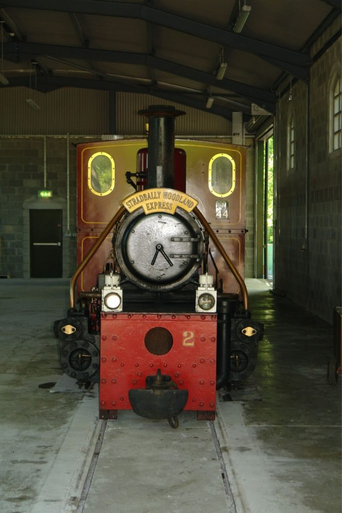 A picture of one of the locomotives of the Stradbally Woodland Railway