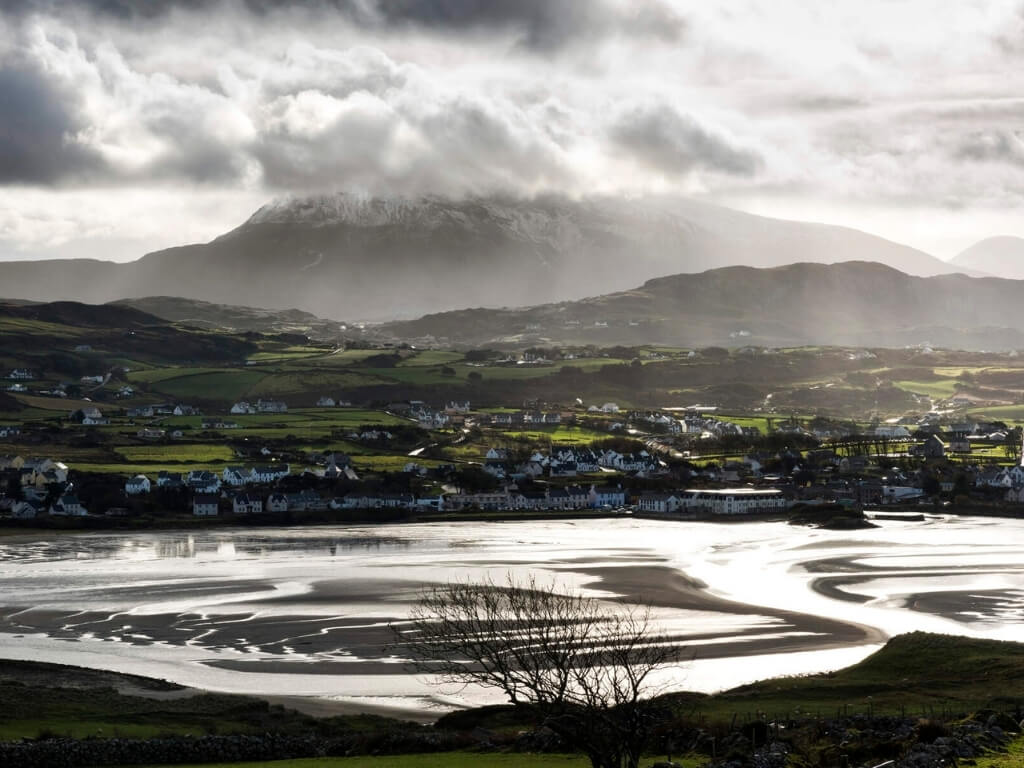 A picture of the tide out and the exposed coastline of Dunfanaghy, County Donegal