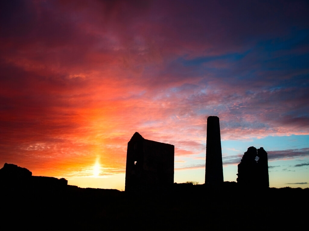 A silhouette picture of the ruined buildings of the Tankardstown Mine on the Copper Coast in Waterford