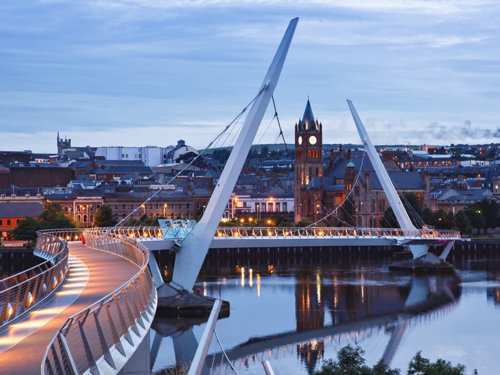 A picture of the Peace Bridge in Derry at dusk