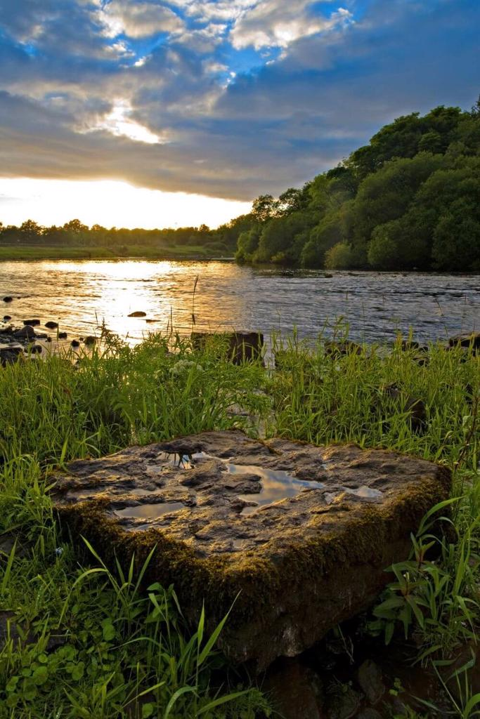 A picture of a low sun over the water of the River Shannon, Ireland