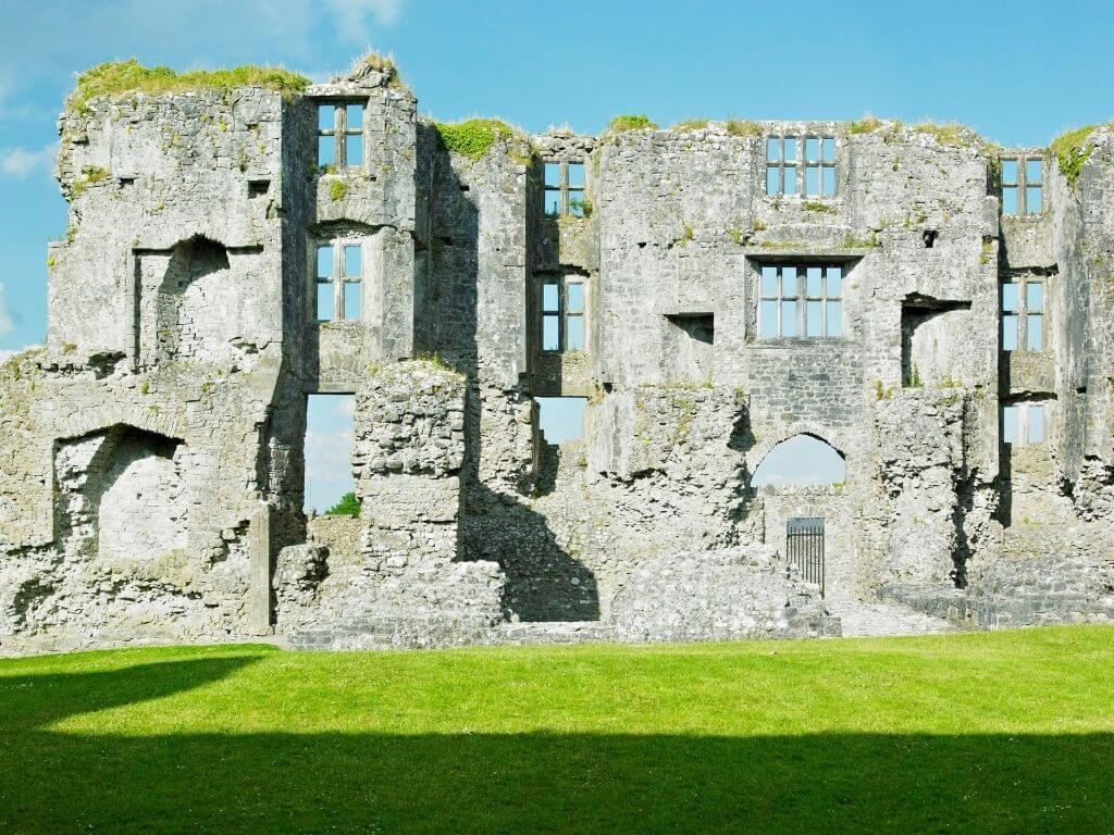 A picture of some of the ruins of Roscommon Castle