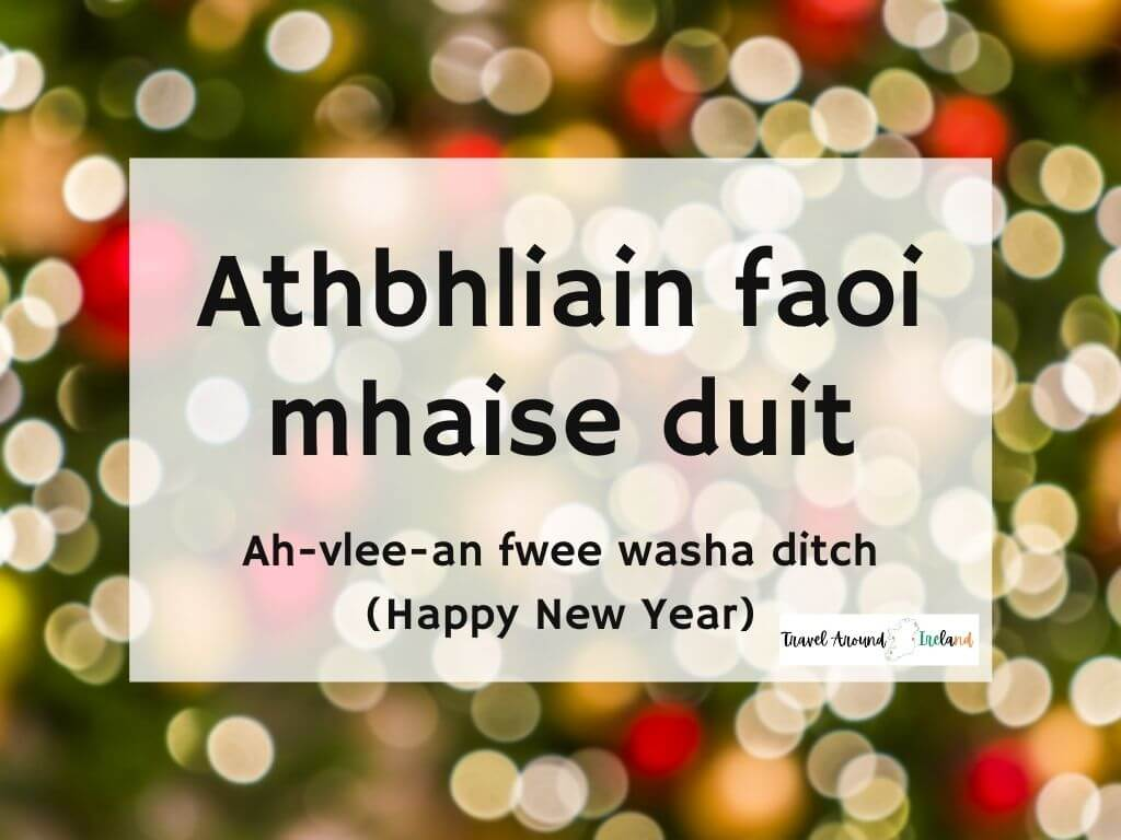 A picture with text over bokeh lights saying Athbhliain faoi mhaise duit meaning Happy New Year in Irish
